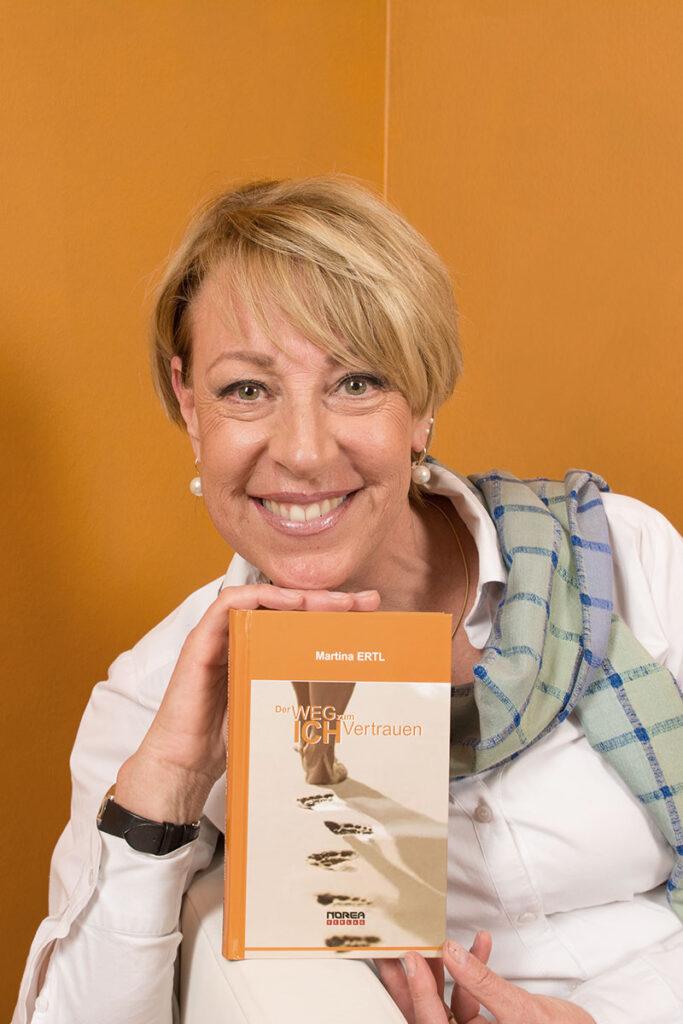 Martina-Ertl-Me-Methode-Wege-zum-Ich-Vertrauen-Buch-Portrait-